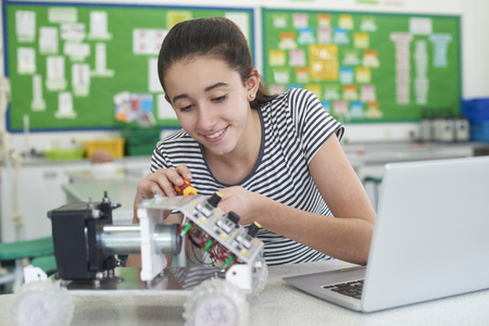 Photo pour Female Pupil In Science Lesson Studying Robotics - image libre de droit
