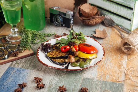 Photo pour Side view on grilled vegetables eggplant pepper and mushrooms, horizontal - image libre de droit