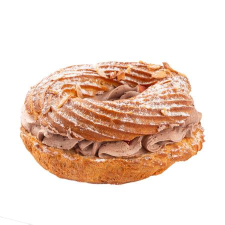 Photo pour Isolated sweet Paris-Brest cake with coffee cream - image libre de droit