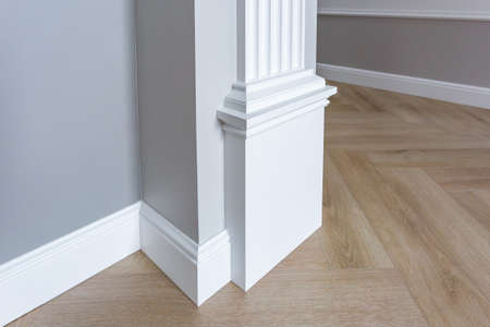 Photo pour Detail of corner flooring with intricate crown molding. - image libre de droit