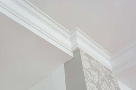 Photo pour Detail of corner ceiling with intricate crown molding. - image libre de droit