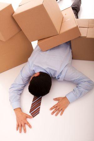 Photo pour accident with some businessman carrying a pile of cardboard boxes - image libre de droit