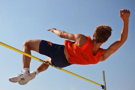 Foto de LINZ, AUSTRIA - AUGUST 2 Austrian track and field championship: Oliver Baumgartner places third in the men's high jump event on August 2, 2009 in Linz, Austria. - Imagen libre de derechos