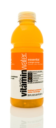 Photo pour Winneconne, WI - 14 Jan 2016:  Bottle of Vitamin water in orange flavor. - image libre de droit