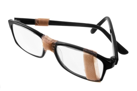 Photo pour Broken Eye Glasses on White Background - image libre de droit