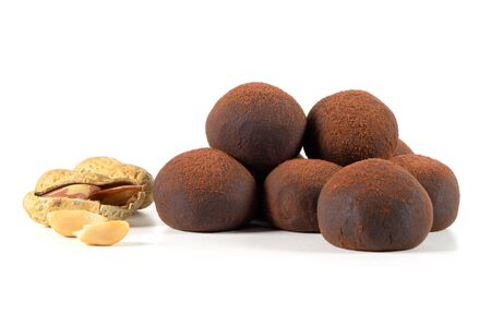 Photo pour Chocolate truffles with peanuts isolated on white background. - image libre de droit
