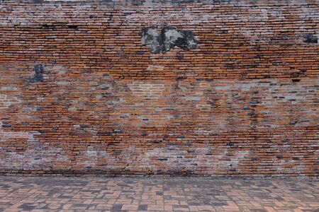 Photo pour The ancient wall is an important tourist attraction in Ayutthaya. - image libre de droit