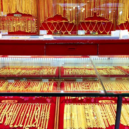 Photo pour gold shop , gold jewellery store background - image libre de droit