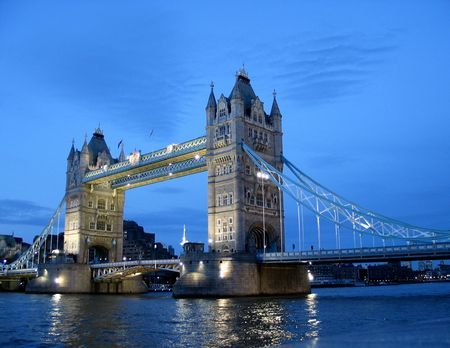 Foto de Near Tower Bridge, evening twilight. - Imagen libre de derechos