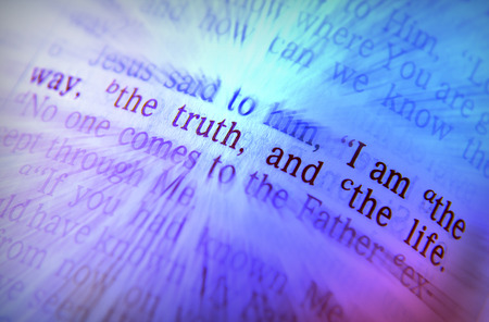 Photo pour I am the way, the truth, and the life Bible text from John 14:6, the Bible. Visual effects to emphasize the message. Macro - image libre de droit