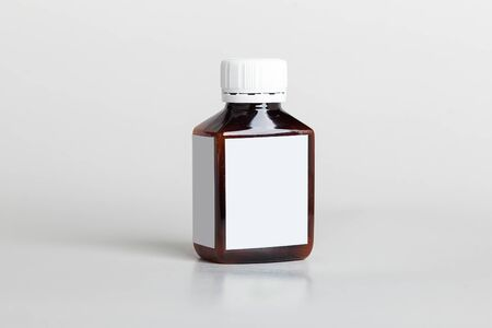 Photo pour White pills box. Plastic bottles. Drugs box mock-up. Medical blank cardboard. Pills bottle. Mockup. - image libre de droit