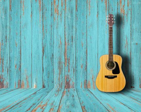 Foto de Guitar in vintage wood room. - Imagen libre de derechos