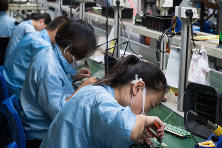 Foto de Asian Chinese Electronics Factory Workers Female Industry Manufacturing Assembly Line - Imagen libre de derechos