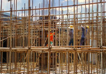 Photo pour construction workers - image libre de droit