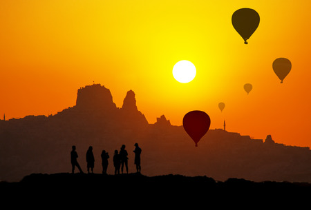 Photo pour Sunset and silhouette of Uchisar Castle in Cappadocia Turkey - image libre de droit