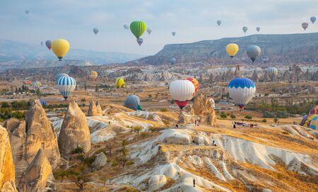 Photo pour Hot air balloon flying over Cappadocia, Turkey - image libre de droit
