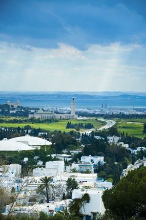 Photo pour Bird's eye view of Tunis city from the touristic area; Sidi Bou Said - image libre de droit