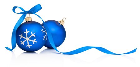 Photo pour Two blue Christmas decoration bauble with ribbon bow isolated on a white background - image libre de droit