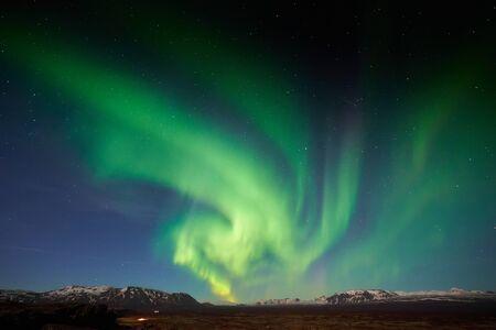 Photo pour The Northern Light (Aurora) over the Thingvellir National Park, Iceland - image libre de droit