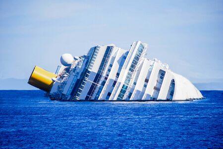 Photo pour dead ship view tragic and sad - image libre de droit