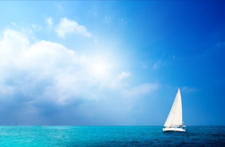Photo pour sailboat sky and ocean - image libre de droit