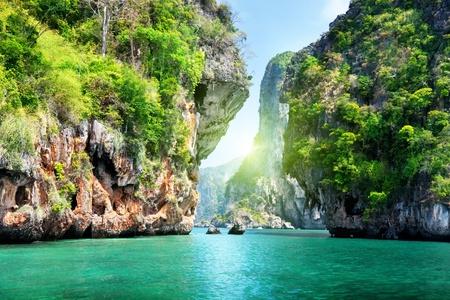 Foto de rocks and sea in Krabi Thailand - Imagen libre de derechos