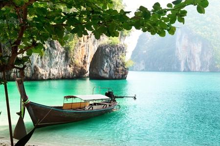 Foto de long boat on island in Thailand - Imagen libre de derechos
