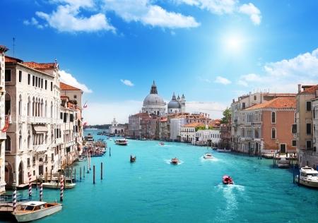 Photo pour Grand Canal and Basilica Santa Maria della Salute, Venice, Italy  - image libre de droit