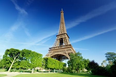 Photo pour Eiffel tower in Paris, France - image libre de droit