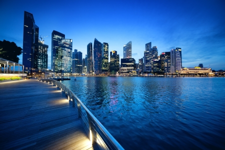 Photo pour Singapore city in sunset time - image libre de droit
