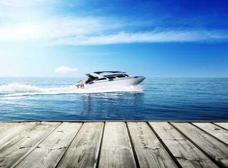 Photo pour speed boat in tropical sea - image libre de droit