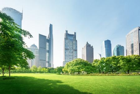 Foto de park in lujiazui financial center, Shanghai, China - Imagen libre de derechos