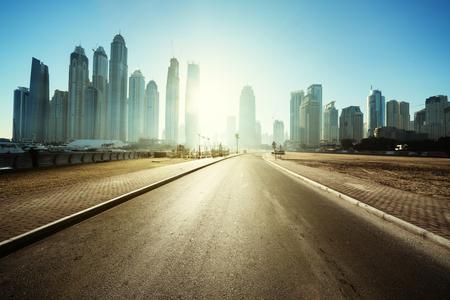 Photo pour road in Dubai, United Arab Emirates - image libre de droit