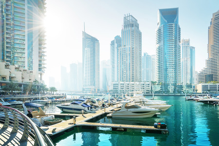Photo pour Dubai Marina at sunset, United Arab Emirates - image libre de droit