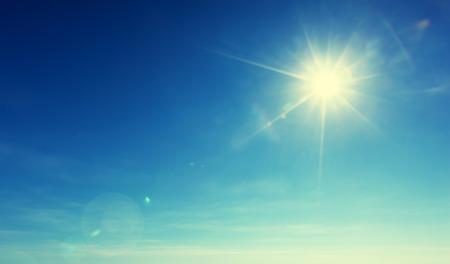 Photo pour blue sky and sun - image libre de droit
