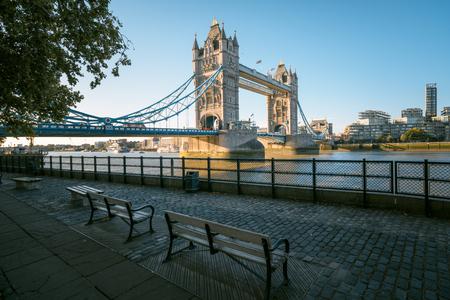Photo pour tower bridge in sunny morning London, UK - image libre de droit