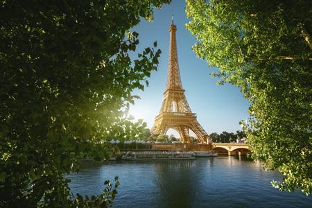 Photo pour Seine in Paris with Eiffel tower - image libre de droit