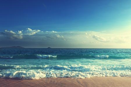 Photo pour sunset on Seychelles beach - image libre de droit