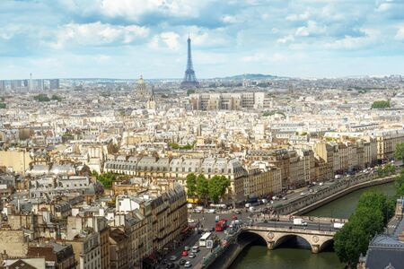Photo pour View on Eiffel Tower, Paris, France - image libre de droit