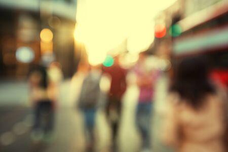 Photo pour people in bokeh, street of London - image libre de droit