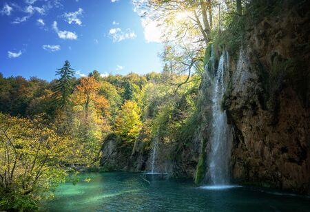 Foto de waterfall in forest, Plitvice Lakes, Croatia - Imagen libre de derechos