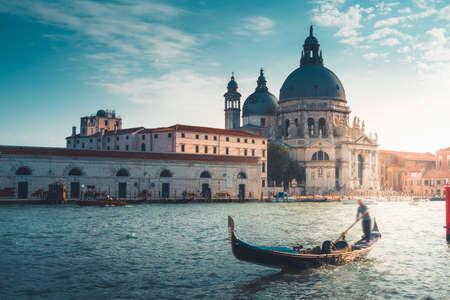 Foto per Gondola and Basilica Santa Maria della Salute, Venice, Italy - Immagine Royalty Free