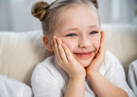 Photo pour Girl watching TV with interest - image libre de droit