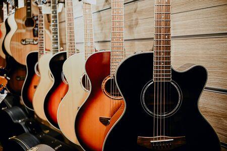 Foto de guitar colorful wooden wall music store showcase.day guitar, day of the musician, the day a street musician, street musician, star, guitarist - Imagen libre de derechos