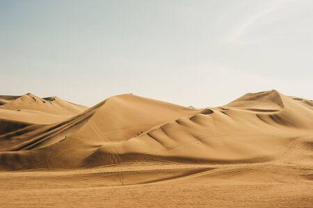 Photo pour Landscape of Huacachina desert. in Ica, Peru - image libre de droit