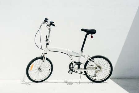 Photo pour white folding bike on a white background. - image libre de droit