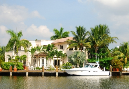 Luxurious waterfront home in Florida