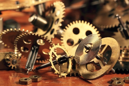 Photo pour Some brass gears and a pendulum from old hours - image libre de droit