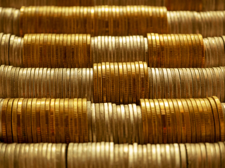 Photo pour Horizontal row of silver coins and gold coins. Finance saving money and business concept. - image libre de droit