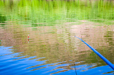 Photo pour Fishing rod and float, fishing on the river. Fishing or outdoor recreation. - image libre de droit